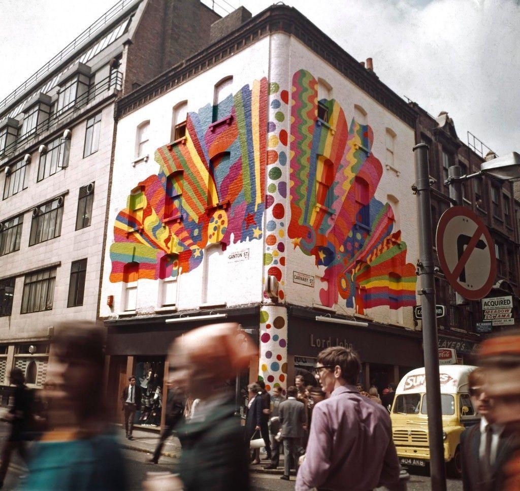 Mural de Dudley Edwards en Lord John, Carnaby Street (c. 1967).